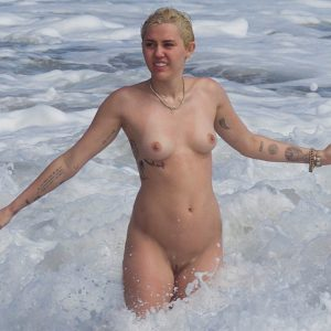 Miley Cyrus completely nude on the beach