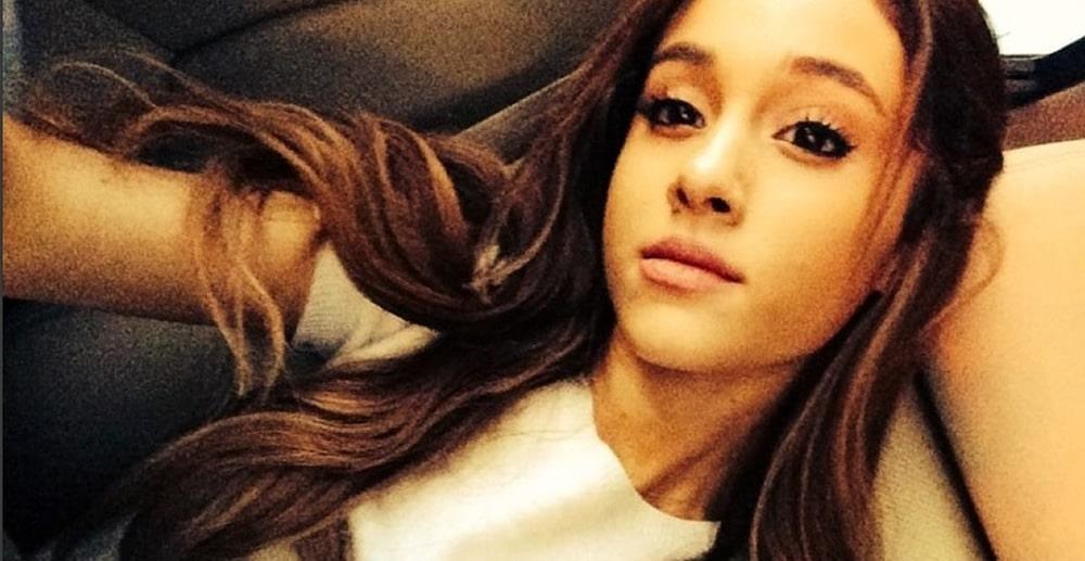 Ariana Grande sexy selfie