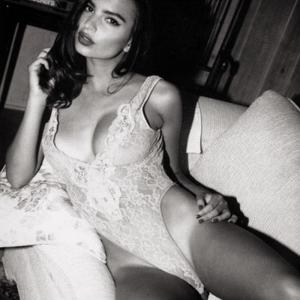 model emily ratajkoski hot black and white pic