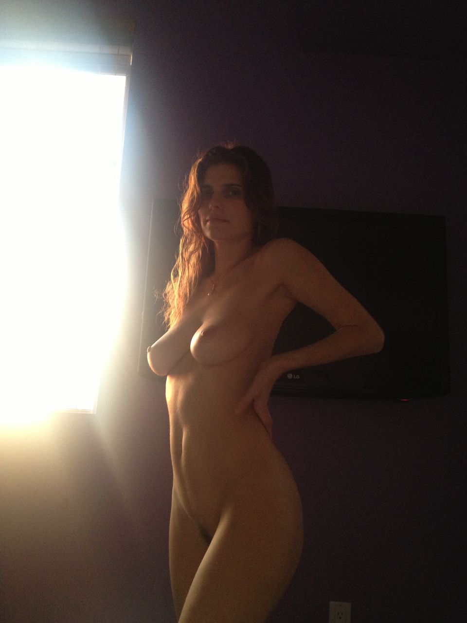 Lake Bell nude leaked pic showing off her hot body!