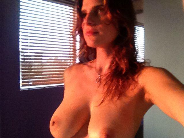 actress lake bell topless sunlight selfie