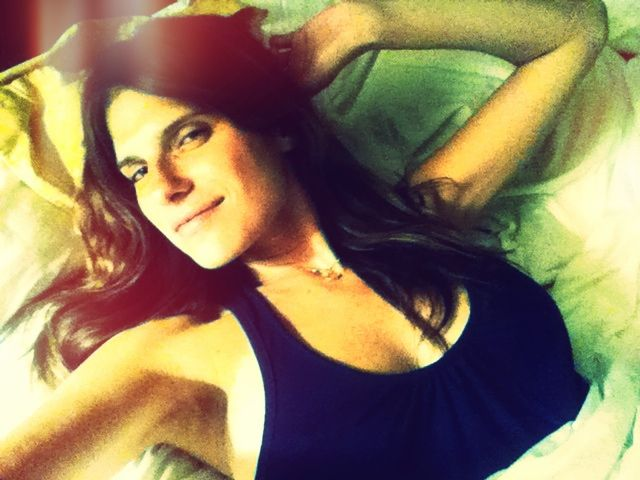 actress lake bell takes a selfie leaked pic