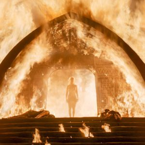 emilia clarke standing naked in the doorway of the game of thrones fire scene