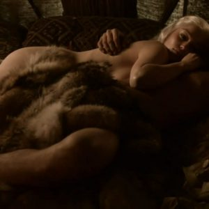 totally naked mother of dragons in game of thrones