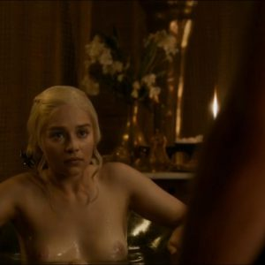 english actress emilia clarke tits exposed