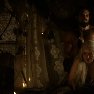 celeb emilia clarke strips it off for game of thrones