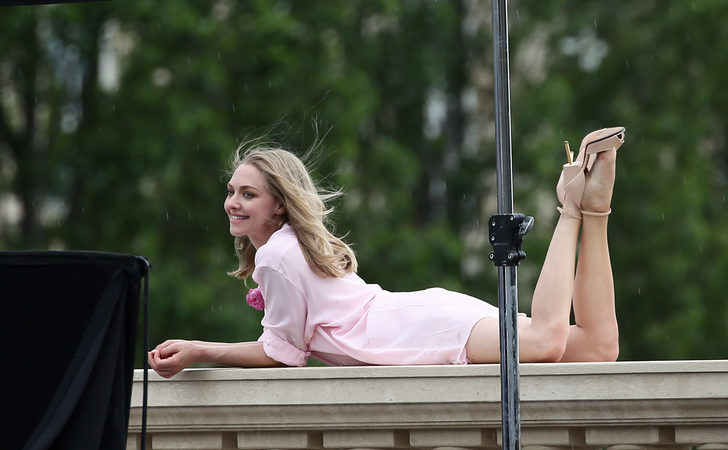 Sexy Celeb Amanda Seyfried on Balcony with heels on looking seductive