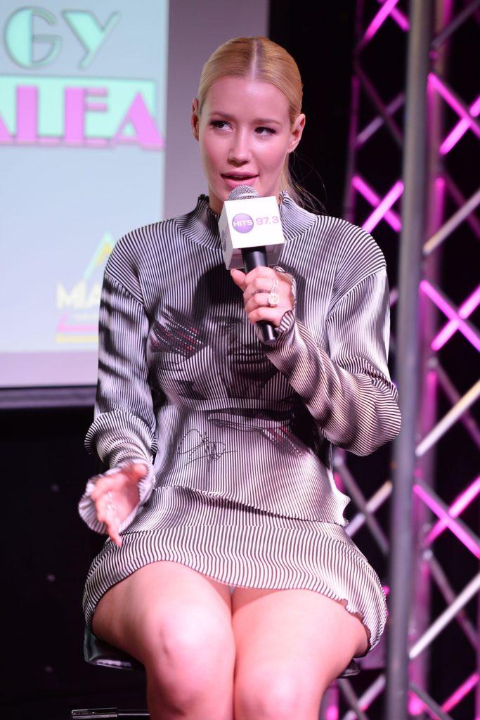 Iggy Azalea showing her panties in upskirt pic