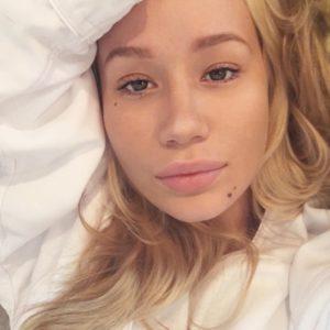 Iggy Azalea sexy selfie