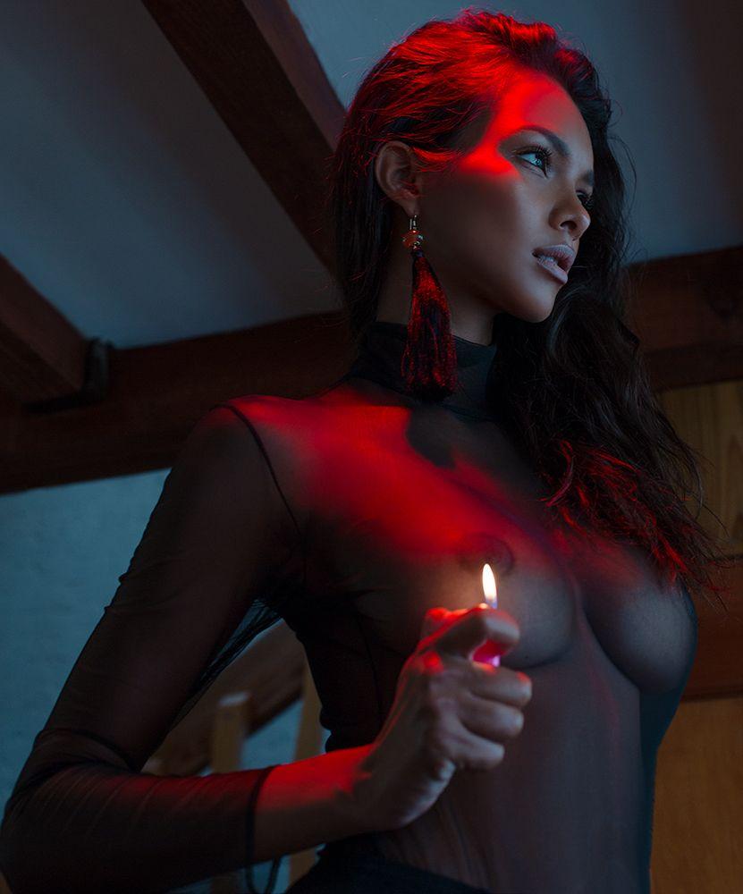 lighter and nipple on Lais