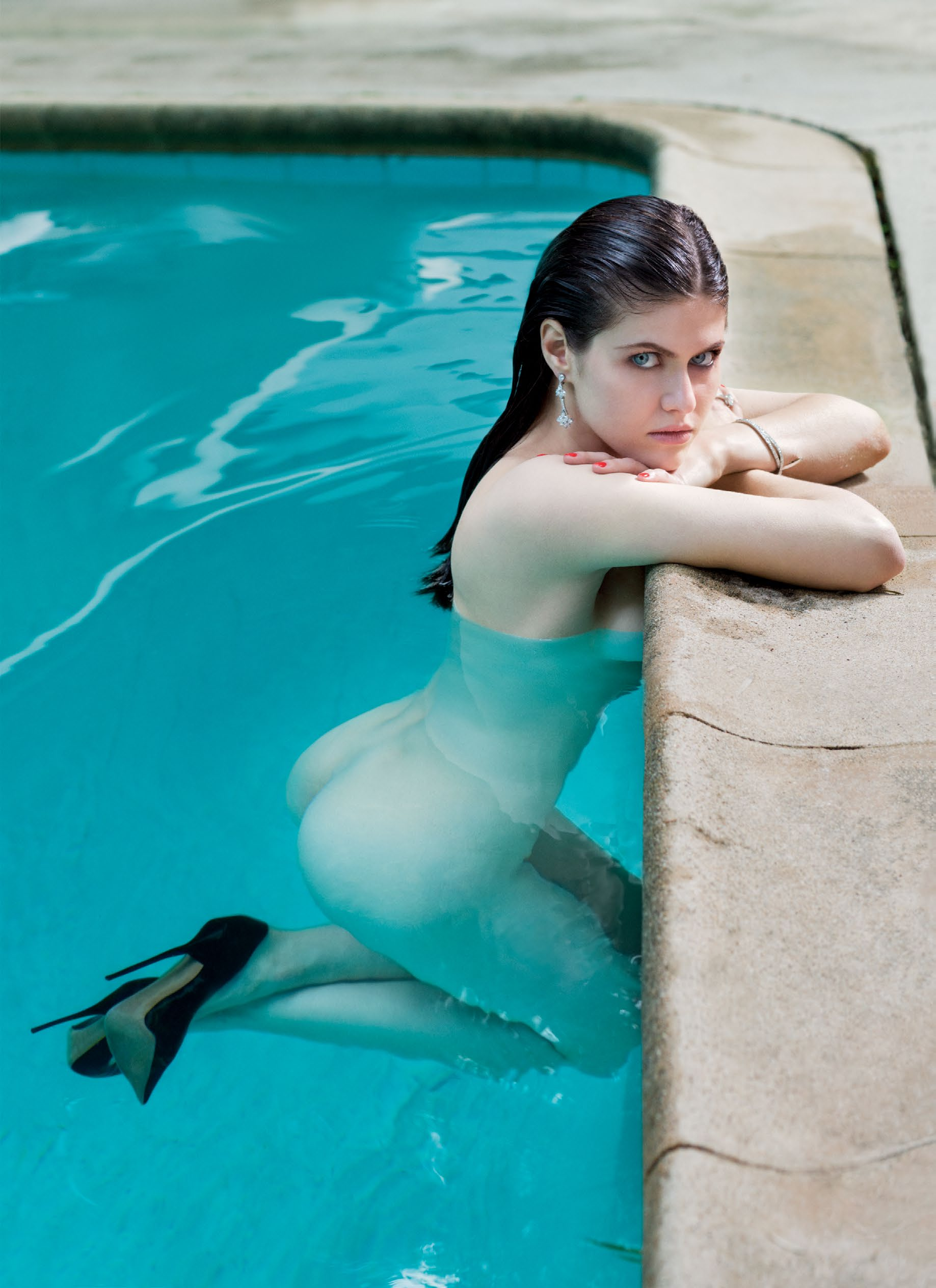 Alexandra Daddario naked booty