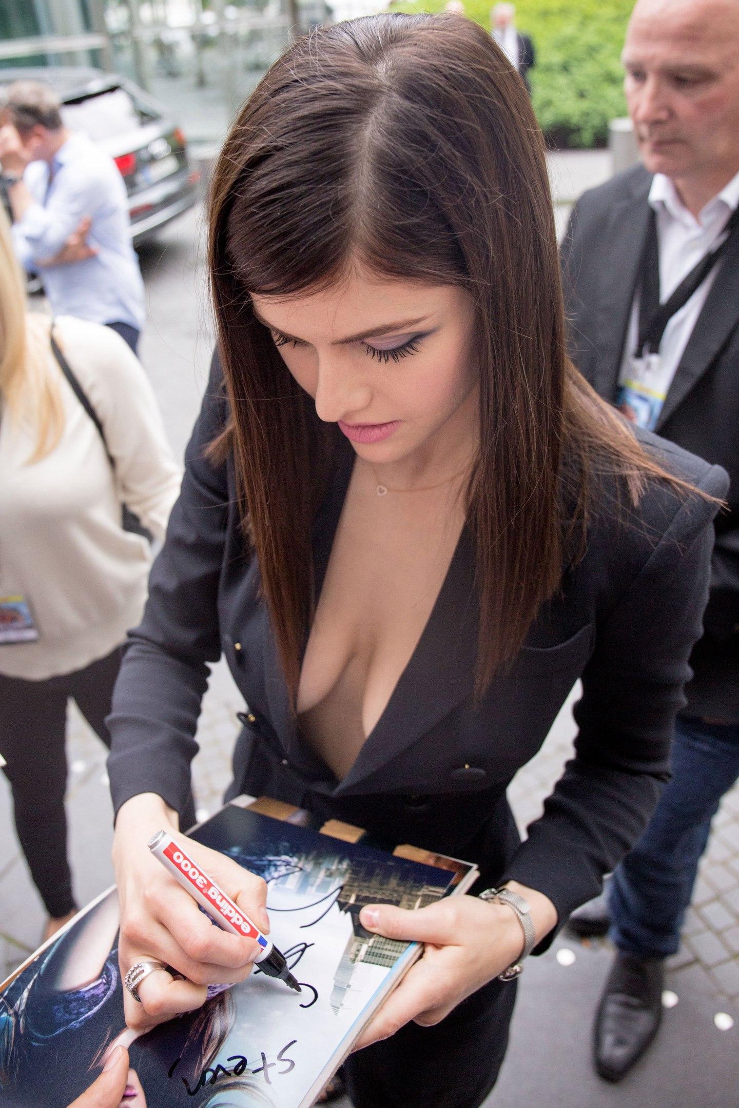 Alexandra Daddario sexy nude pic