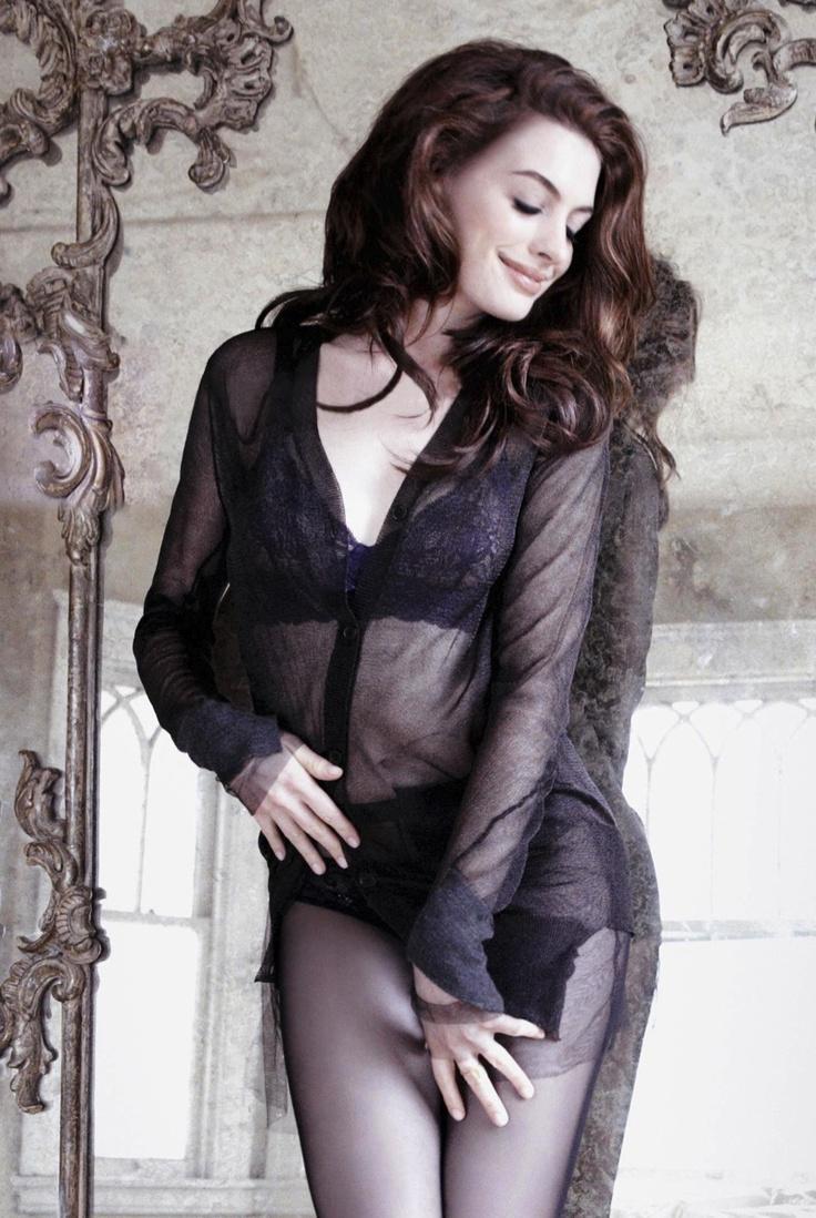 Anne Hathaway boobs showing