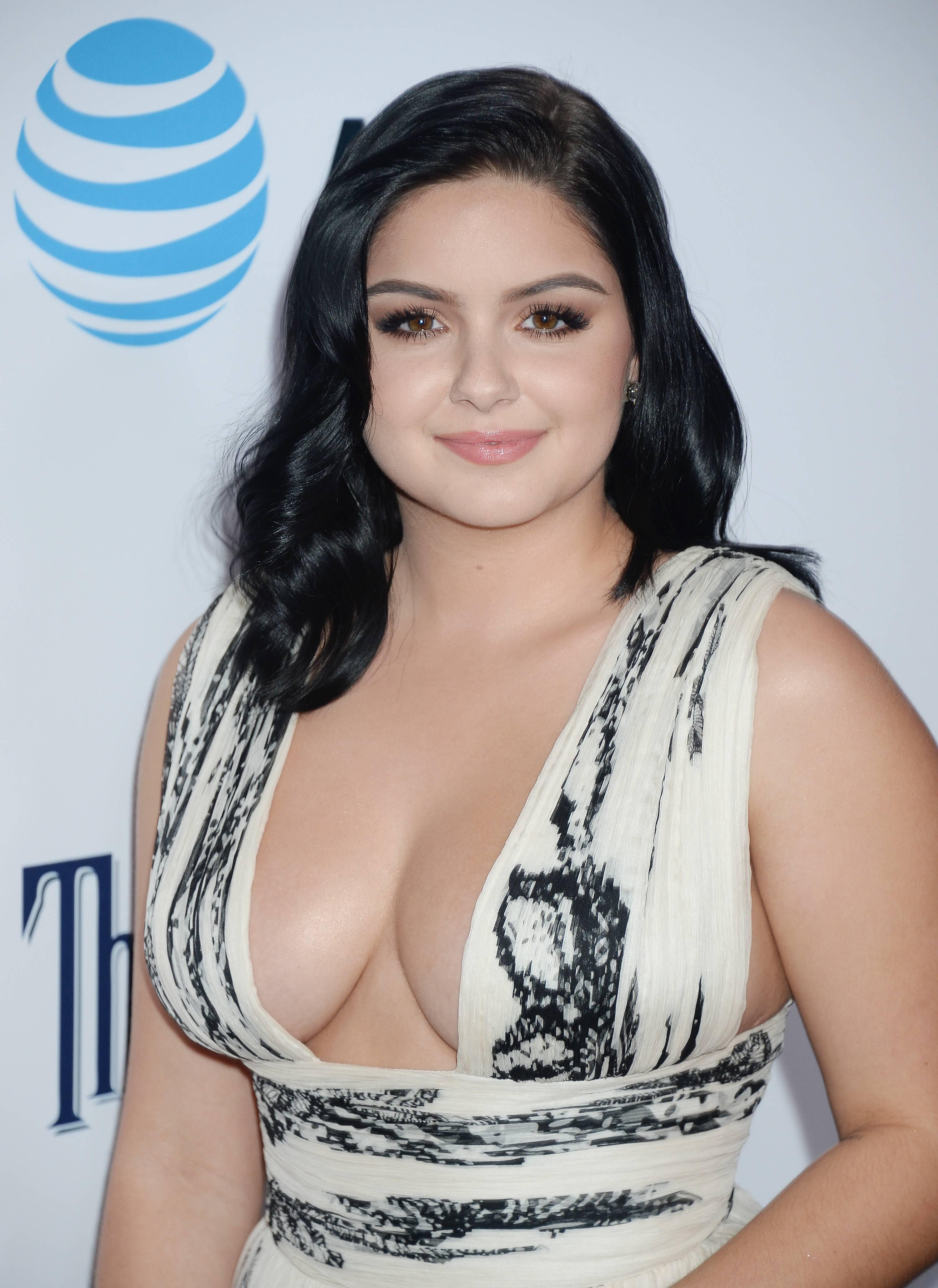 Ariel Winter hot boobs