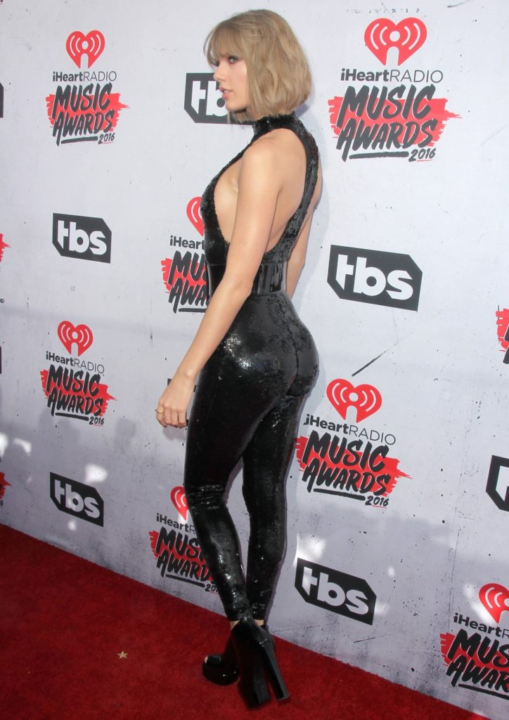 Taylor Swift nice tits