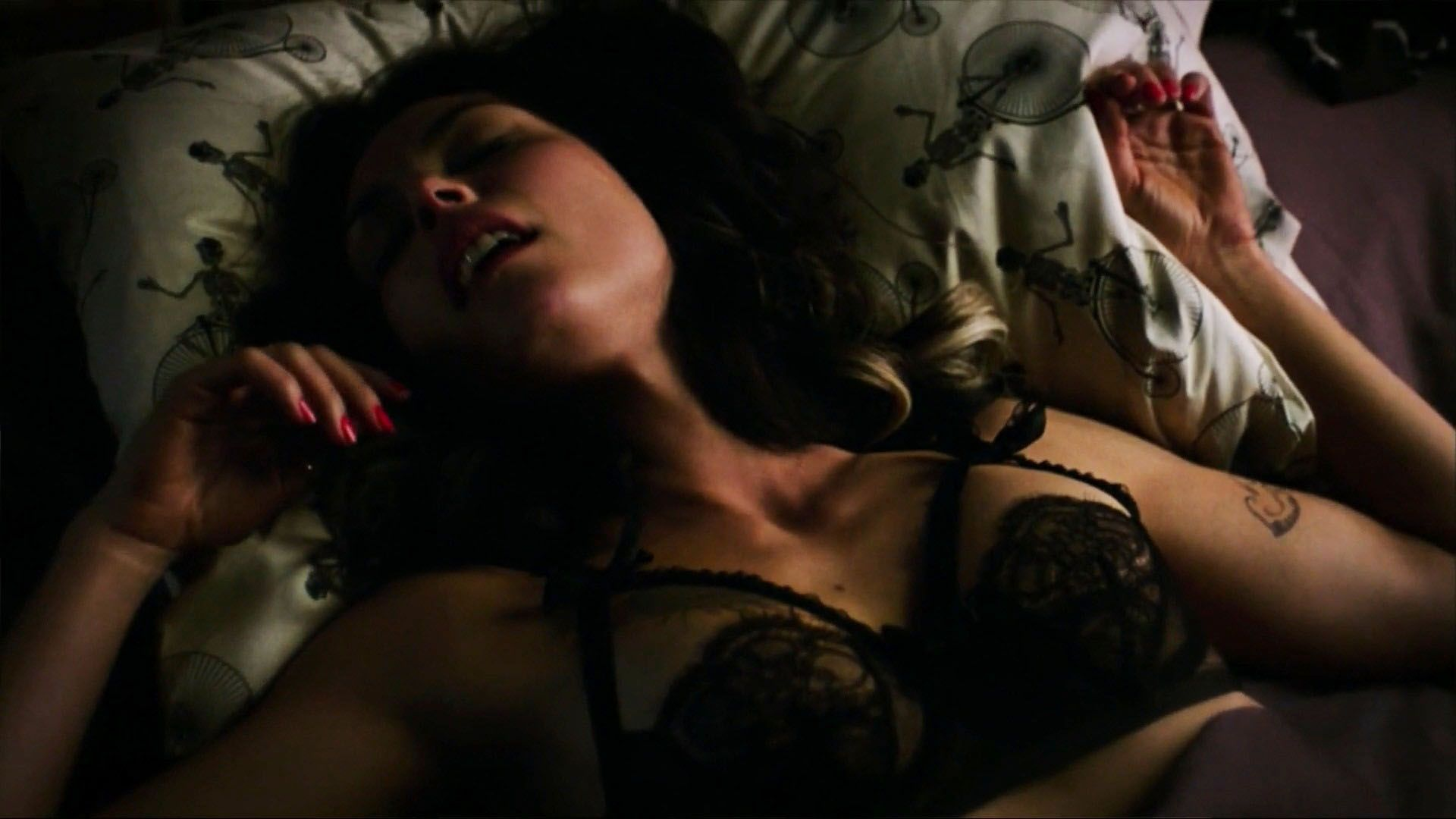 Morena Baccarin nude boobs