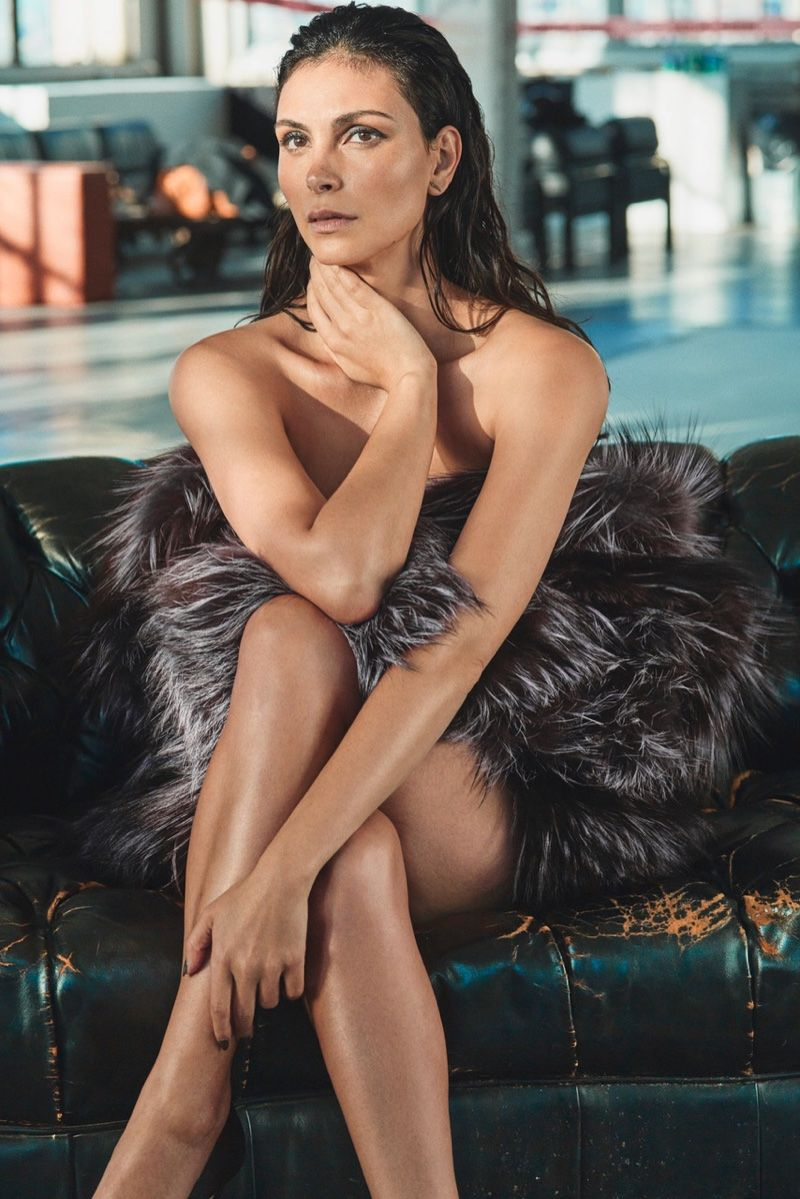 Morena Baccarin pussy showing